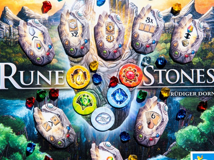 Rune Stones : deck-building  runique !
